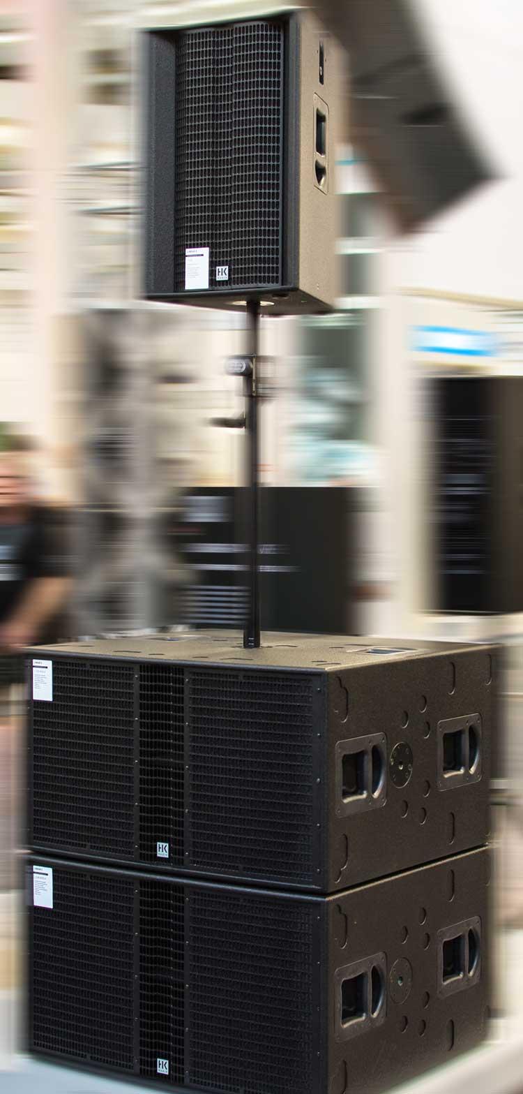 Un montaje convencional de HK Audio L5 LTS A y L SUB 4000 A durante ProLight & Sound 2015
