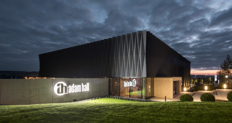 Adam Hall Experience Center galardonado con ICONIC AWARD: Innovative Architecture 2019