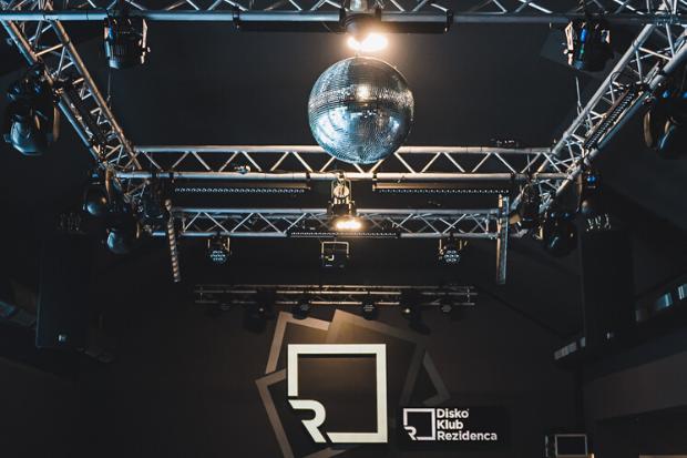 MIrrorball: Ejemplos de instalación con productos de Cameo Light en Rezidenca Club -más sistemas