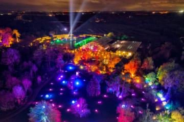 Luz en jardines a gran escala: lluminate Design ilumina los jardines de la Real Sociedad de Horticultura con más de 500 focos Cameo